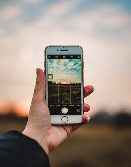 Как выглядит айфон 6 в руке