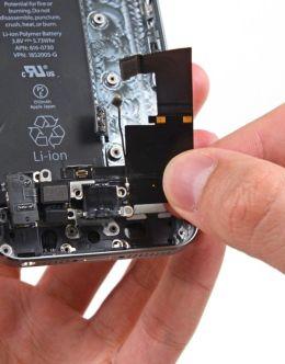 Айфон 4 в разобранном виде